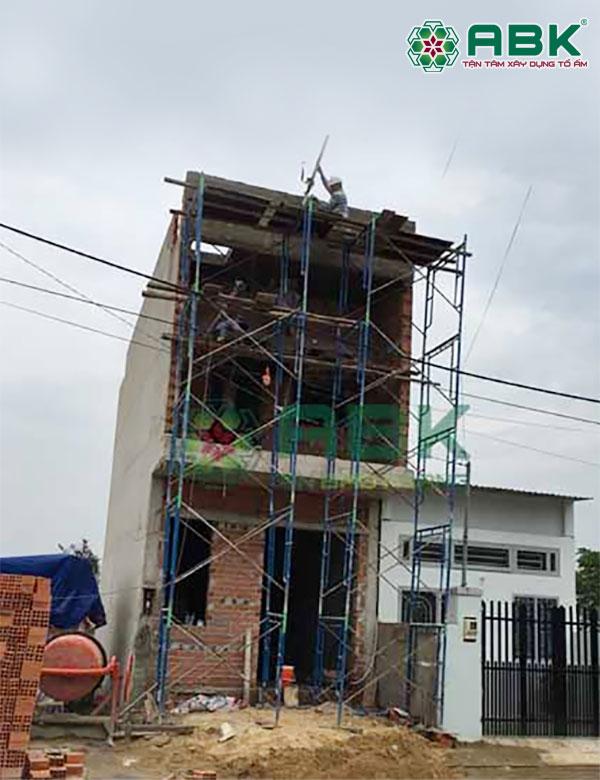 Thi công xây nhà 2 tầng nhà anh Long Q9