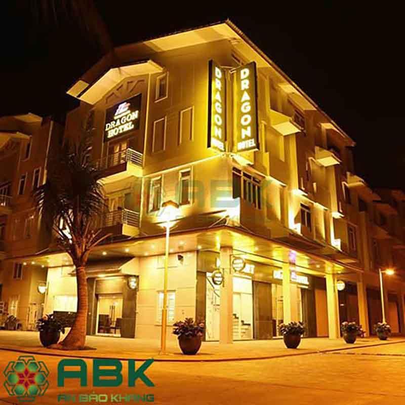 Ngắm nhìn khách sạn 3 sao kết hợp để ở đẹp theo phong cách hiện đại.