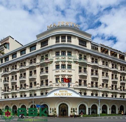 Ngắm nhìn mẫu thiết kế khách sạn đẹp 5 tầng
