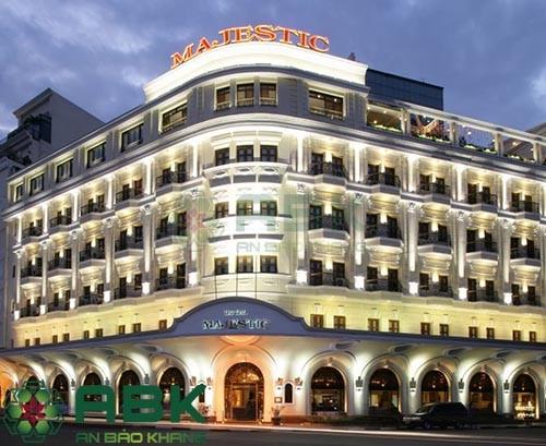 Ngắm nhìn mẫu thiết kế khách sạn đẹp 5 tầng theo phong cách tân cổ điển