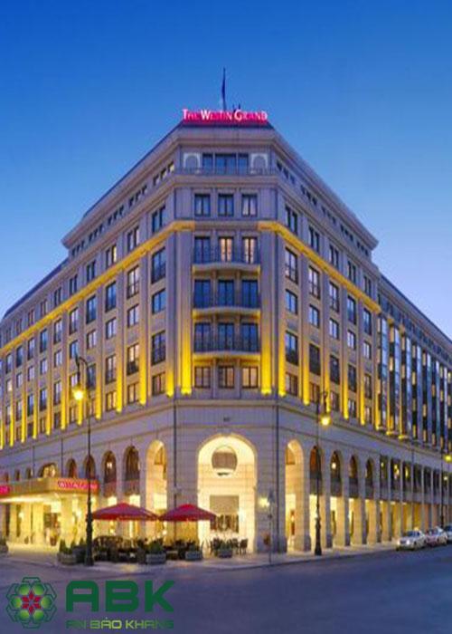 Mẫu thiết kế khách sạn 6 tầng mang phong cách châu âu