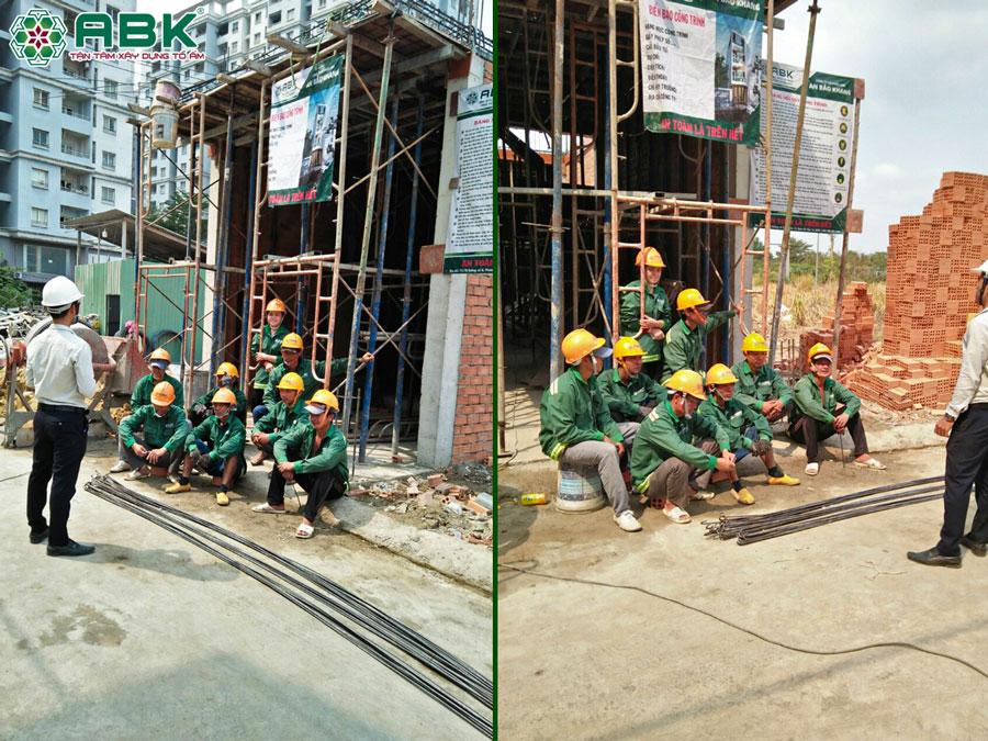 Đội ngũ thợ thi công An Bảo Khang được phổ biến an toàn lao động trước khi thi công