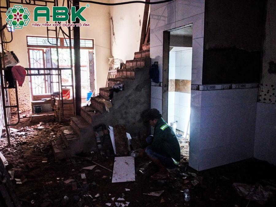 Thi công tháo dỡ nhà anh Tuấn Quận 12