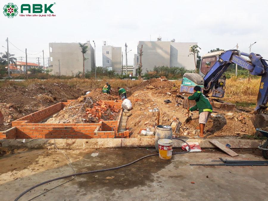 Thi công đào móng xây tường vay nhà chị Dung Quận 12