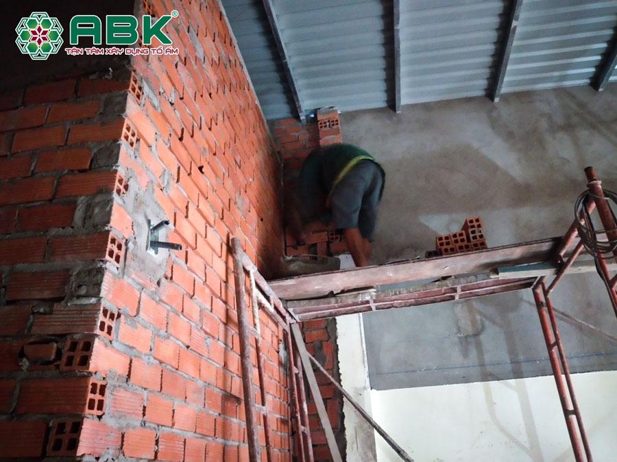công tác thi công xây tô lại hệ tường nhà anh Tuấn