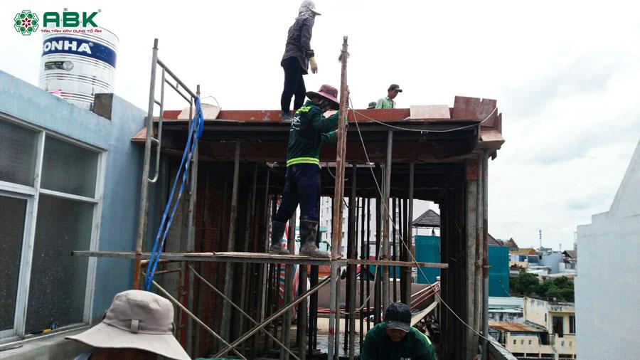 Thi công xây tum nhà anh Dũng Quận Tân Phú
