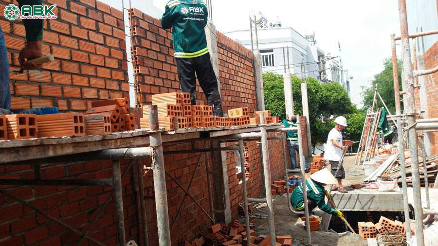 Thi công xây tường lầu 1 nhà anh Dũng quận Tân Phú