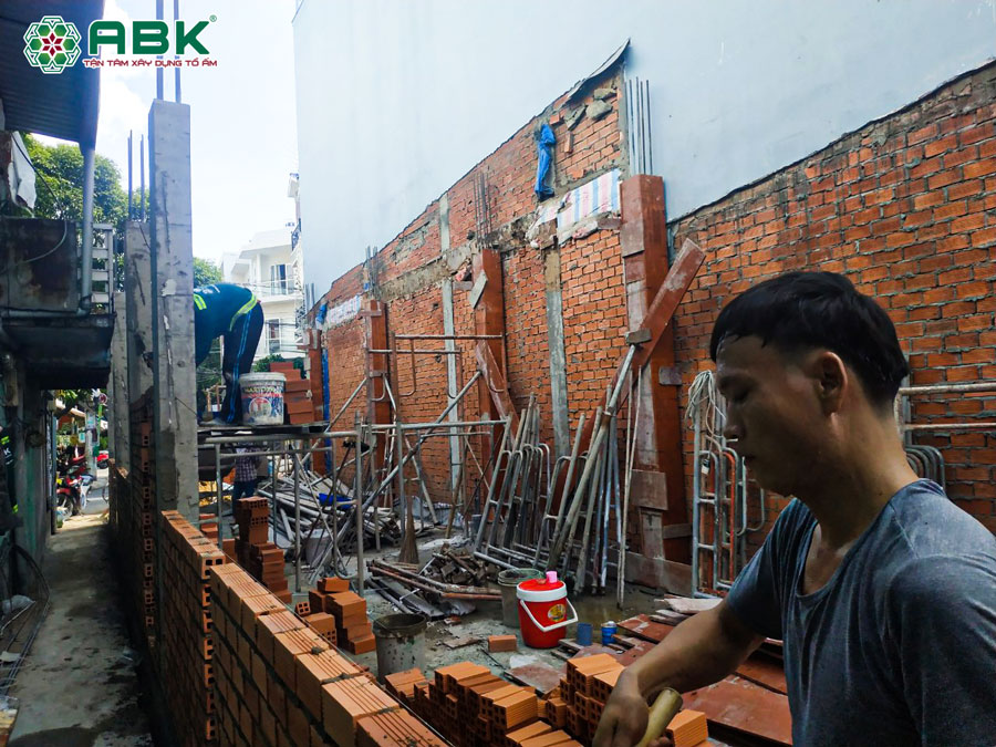 Thi công cotpha đổ cột bê tông xây tường tầng trệt