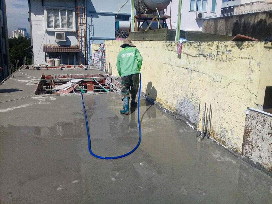 Thi công đổ bê tông sàn tầng 4 nhà anh Lộc