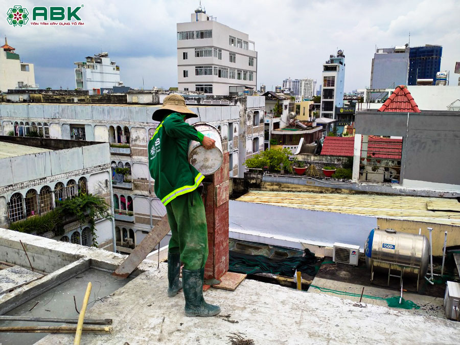 Thi công đổ bê tông sàn tầng thượng nhà anh Lộc