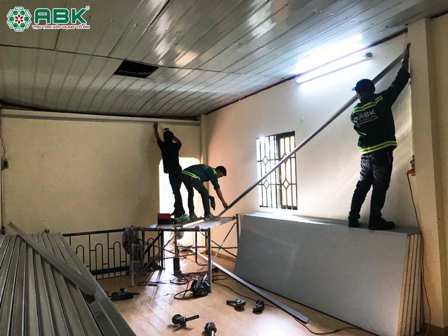 Sửa chữa lắp đặt cửa khung vách panel nhà anh Bảo ở Quận 12