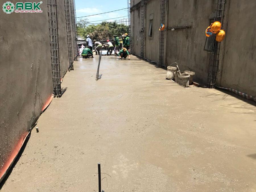 Thi công đổ bê tông sàn nhà chị Huyền Quận 8