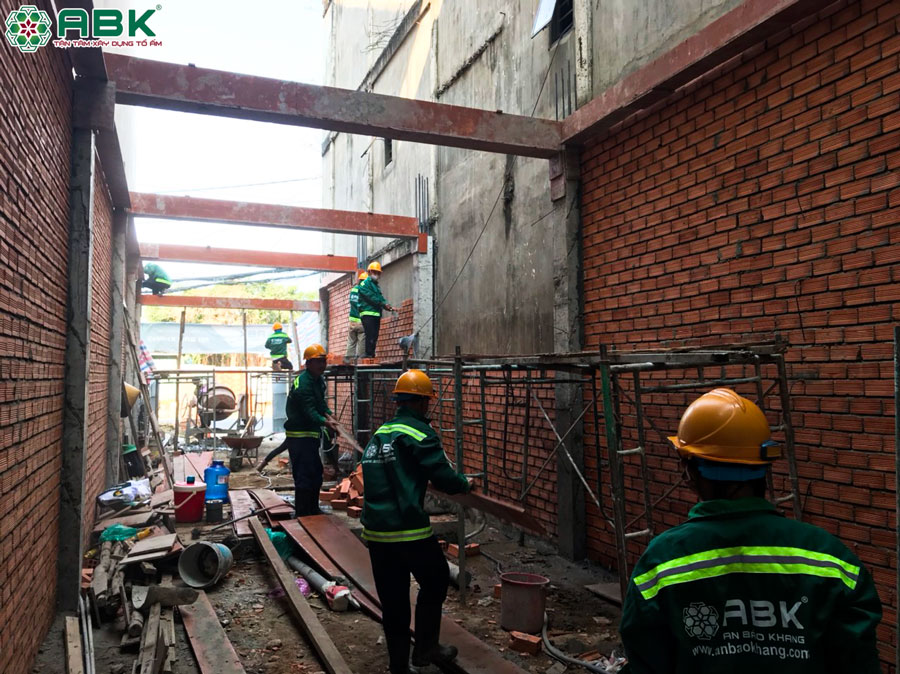 Thi công xây tường các tầng nhà chị Huyền Quận 8